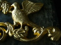 gilding_Detail-of-gilded-cast-iron-gate-crest_940x700