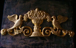 23.5 carat gold oil-gilded cast iron gate crest